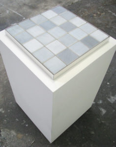 intuitiv geordnetes weiss je 25-teilig teilansicht, 2007, installation